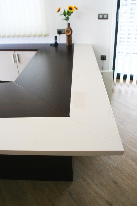Pisalna miza - detalj